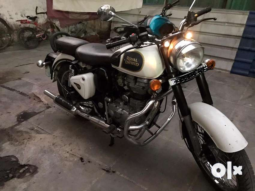 Royal Enfield bullet BS3 white color in very good condition 0
