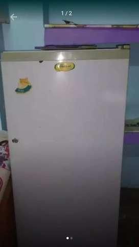 Whirlpool fridge 170 liter 7 years old.