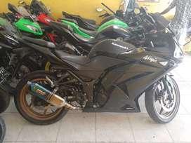 Kawasaki Ninja 250 karbu bisa kredit dan tukar tambah