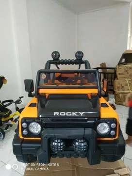 Mobil aki jeep rocky orange