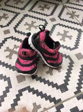 Sepatu prewalker champion