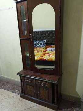 Dressing table  good  condition  only 2 years old