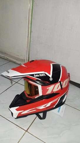 Helm crf trail honda warna merah