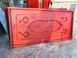 Used main gate of home length 8 ft brith8 ft