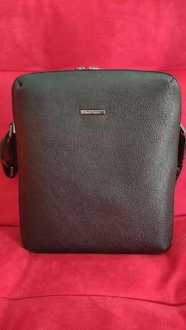 Dijual tas sling bag original HUSH PUPPIES. mulus