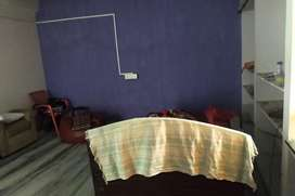 Single room available for rent