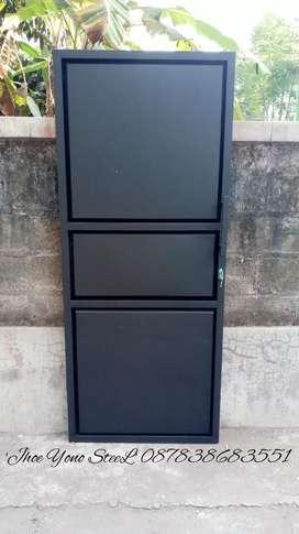Pintu besi anti karat desain,ukuran dan warna cat sesuka suka. Murahh.