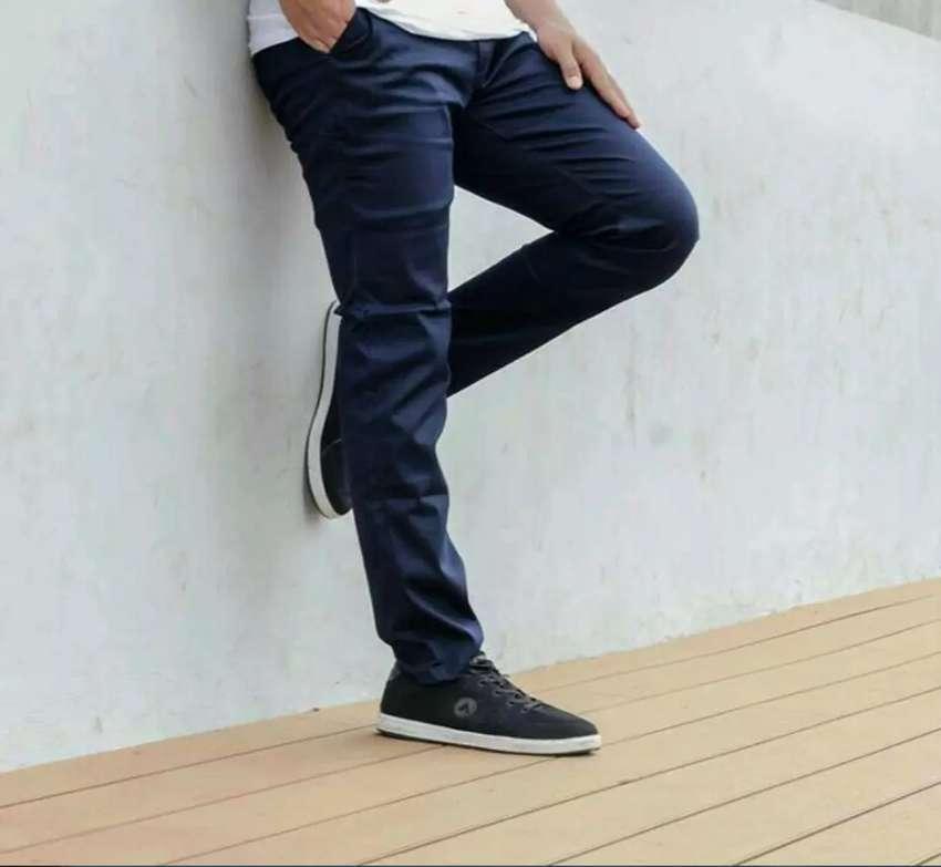Celana Chino panjang 0