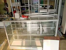 | Disini pembuatan etalase kaca baru yg handal |