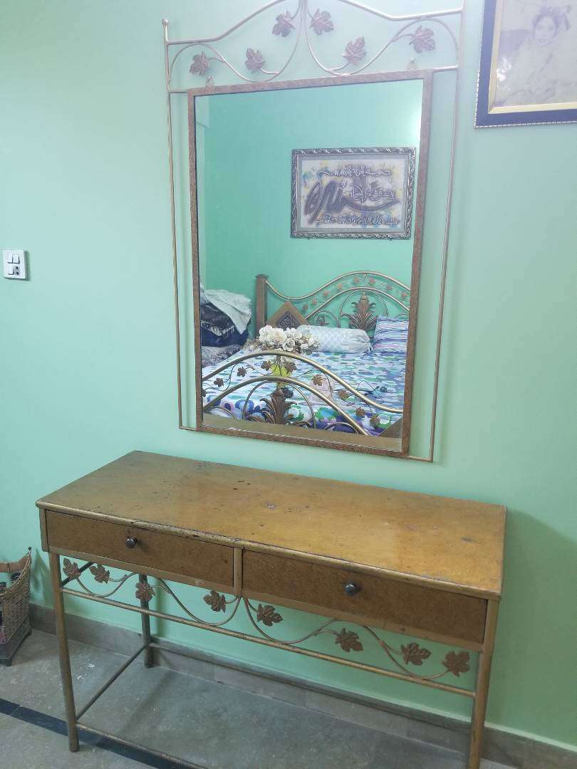 Vanity table and mirror and 2 side tables 0