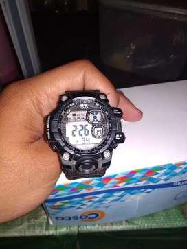 Jam tangan murah Q n Q cocok untuk anak muda kekinian, model baru