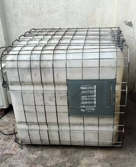 Water tank 1000 galon plastic with iron fence