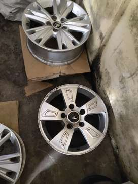 17 inches XUV 500 OEM selver colour light uesd alloys