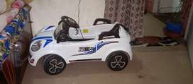 Kids rechargeable car for sale only (kamra)