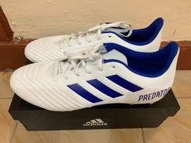 Sepatu Bola Adidas Predator 19.4 FxG (White)