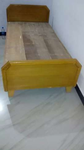 Single bed sell 01yrs use only in best condition