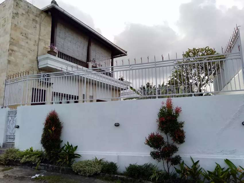Dijual rumah lantai 2 berlokasi di denpasar timur