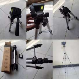 New Tripod stand for DSLR/MOBILE CAN BOTH USE ON IT EASILY