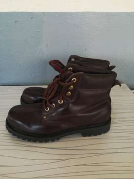 Red safety shoes size 10