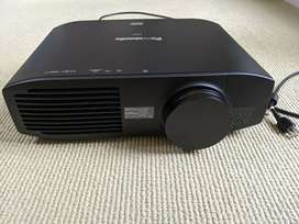World best Home Theater Projector with full HD 1080p Resolution