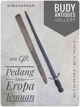 Pedang Eropa Kuno Hasil Temuan