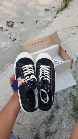Sneakers pria Brodo Vtg Low Black - 42