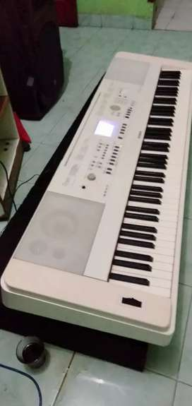Dijual keyboard Yamaha dgx  650 mulus no minus+ hardcase