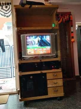 samsung  tv and showcase