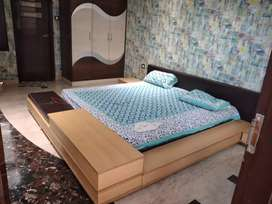 Double bed lo hight with side table