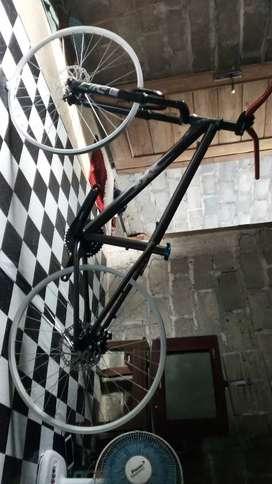 Monggo yg minat sepeda dj custam, cat baru mulus kinclong 26
