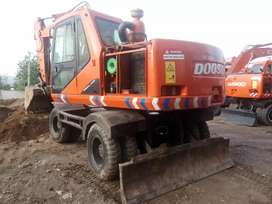 Excavator machine doosan 130wt good condition