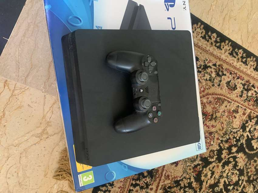 SONY PS4 SLIM 500GB BRAND NEW CONDITION!! (BOUGHT FROM UK)