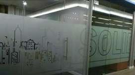 Kaca kantor terlihat manis dengan sentuhanstiker Sanblas dan kaca film
