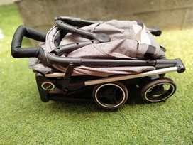 Stroller edisi traveling praktis dan ringan baby elle