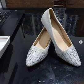 Sepatu pesta wanita merk Lawrensia No.37