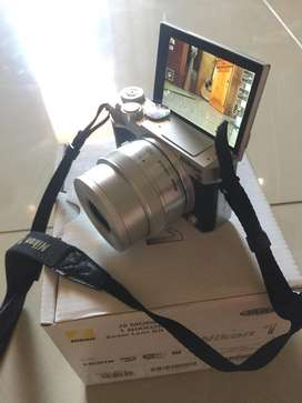 kamera mirrorless nikon 1 j5 mulus, lengkap box, dan memori ext. 128GB