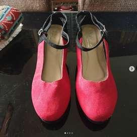 "Sepatu Wedges merk ""La Cha"" no.38."