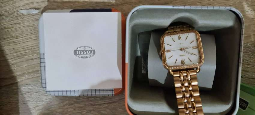 Jual jam tangan wanita merk fossil orisinil 0