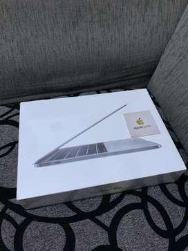 Macbook Pro 2017 MPXT2 256GB Garansi Resmi Indonesia iBox Brand New