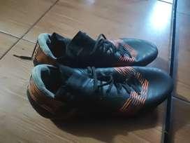 Sepatu bola nemeziz