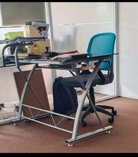 meja kantor tempered glass