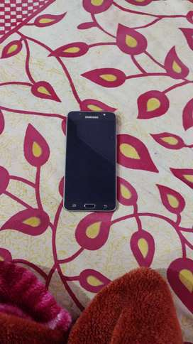 Samsung galaxyj7 it is in good condition