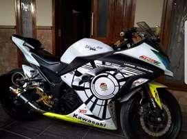 Dijual murah Kawasaki Ninja 250 Fi putih tahun 2013
