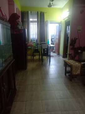 5 years old flat on 3rd floor 2bhk flat 820 sqft sell by owner