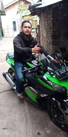 Motor kawasaki ninja 250cc 2018 nego sampe deal bisa credit .