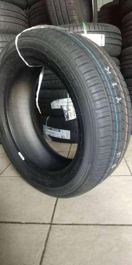 Dunlop LM705 ukuran 195/65 R15 Ban Mobil Luxio Spin Kijang