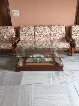 5 seater sofa set with center table
