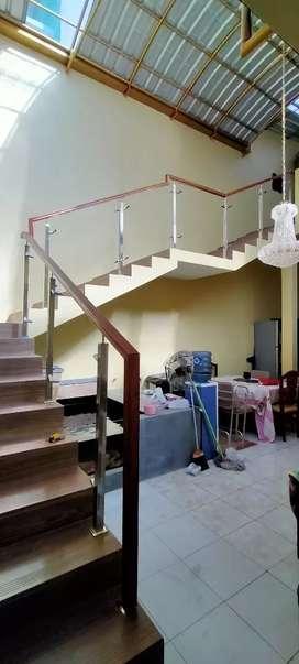 Pegangan kayu tangga