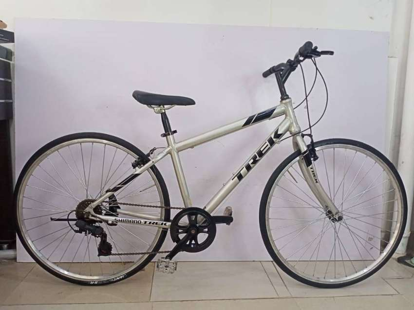 Refurbished Trek Hybrid Bicycle 0