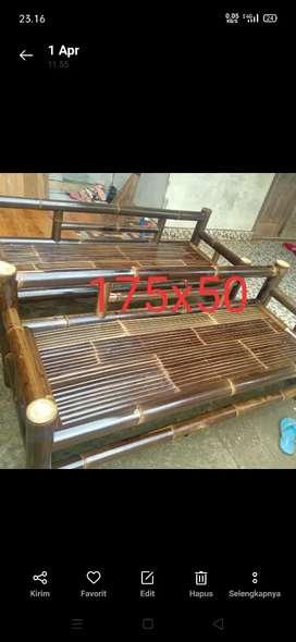 Kursi santai bambu hitam
